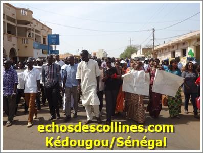 Kédougou: Les enseignants sont descendus dans la rue pour revendiquer…