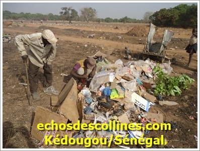 Kédougou: Diouras fermés, certains orpailleurs se transforment en porte-faix