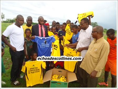 Kédougou: Le maire Mamadou Hadji Cissé soutient la jeunesse de Kénioto