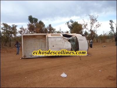 Bembou:(Vidéo)  Accident spectaculaire, un chauffeur échappe à la mort