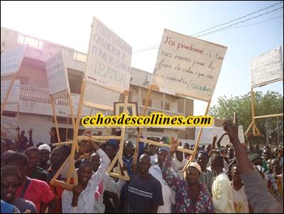 Vidéo: Marche de la communauté mouride de Kédougou contre la caricature du CHEIKH…