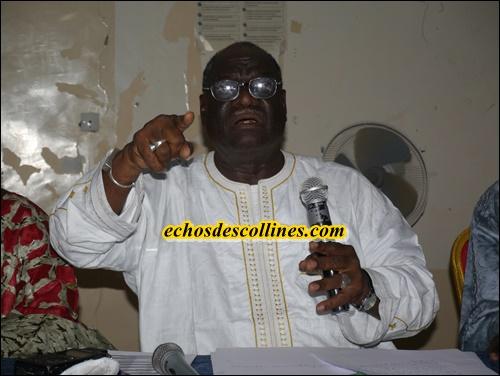 Pour un OUI au référendum Mamadou Diop Castro anime une conférence de presse à Kédougou