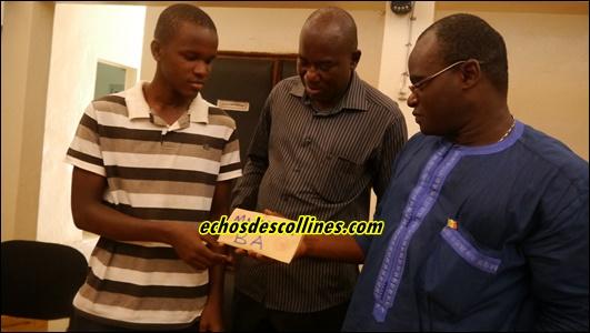 Kédougou: Le conseil Départemental offre 2 billets d'avion et du matériel