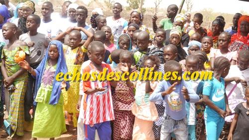Kédougou: Les jeunes de Baïtilaye alertent sur l'importance d'aller et de rester à l'école.