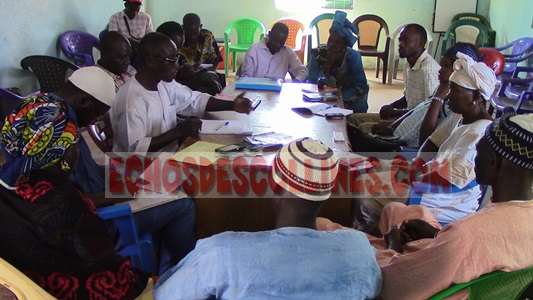 Les conseillers municipaux de Tomboronkoto reçoivent une mission d'OXFAM.